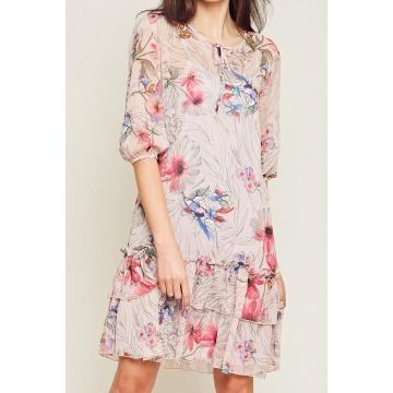 Różowa sukienka w kwiatki z...