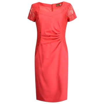 Czerwona sukienka z koronką...