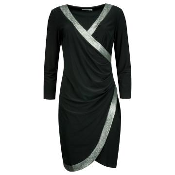 Czarna drapowana sukienka...