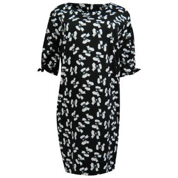 Czarna sukienka we wzory...