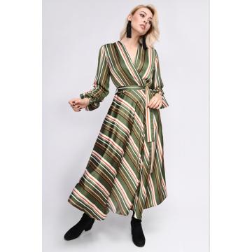Zielona zwiewna sukienka w...