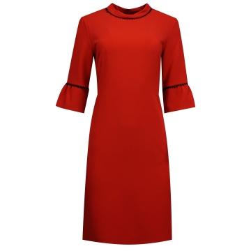 Czerwona sukienka z rękawem...