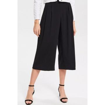 Czarne luźne spodnie...