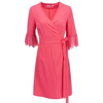 Malinowa sukienka zakładana...