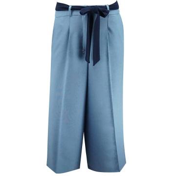 Niebieskie luźne spodnie...