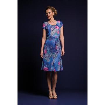 Zwiewna niebieska sukienka...