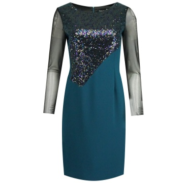 Zielona sukienka z cekinami...