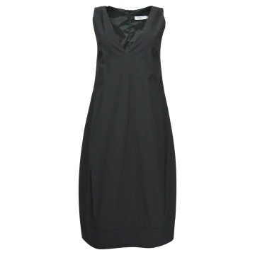 Czarna sukienka bez rękawów...