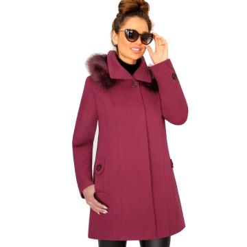Zimowy wiśniowy płaszcz...