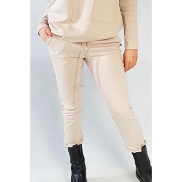 Beżowe dresowe spodnie damskie