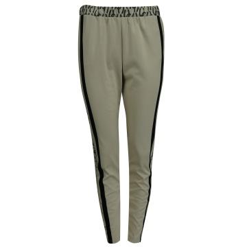 Kremowe dresowe spodnie...