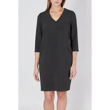 Sukienka czarna z dekoltem...