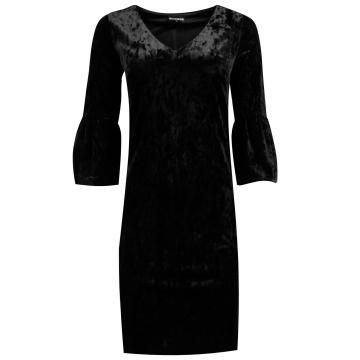 Czarna aksamitna sukienka...