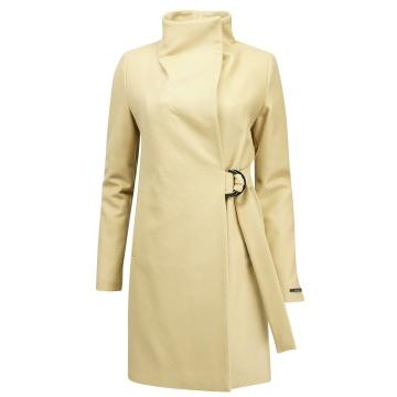 Beżowy płaszcz damski z wełny