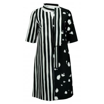 Czarna sukienka w paski i...