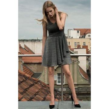 Czarna sukienka błyszcząca...