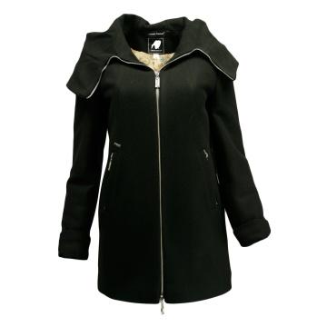 Czarny płaszcz damski z...